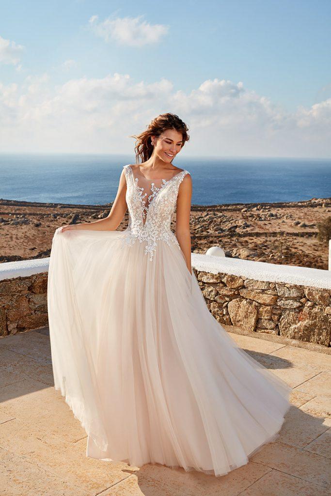 This Italian designed wedding dress by designer Eddy K has an English net skirt.