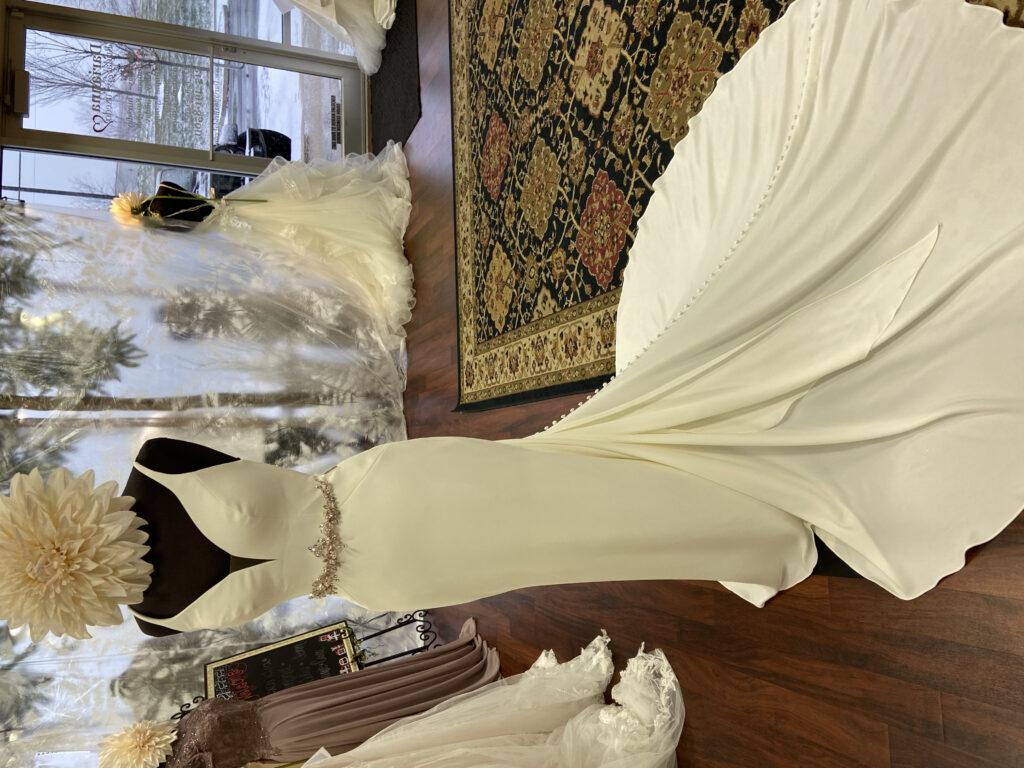 Plain crêpe V-neck wedding dress, smooth, clean line wedding dress, buttons, micro wedding dress, beach wedding dress, tie back wedding dress